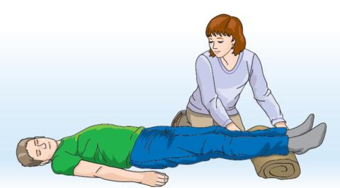 Ноги нужно приподнять, чтобы усилить приток крови к голове